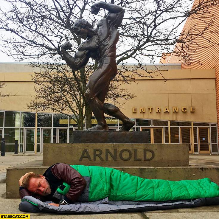 Arnold Schwarzenegger sleeping under his own sculpture
