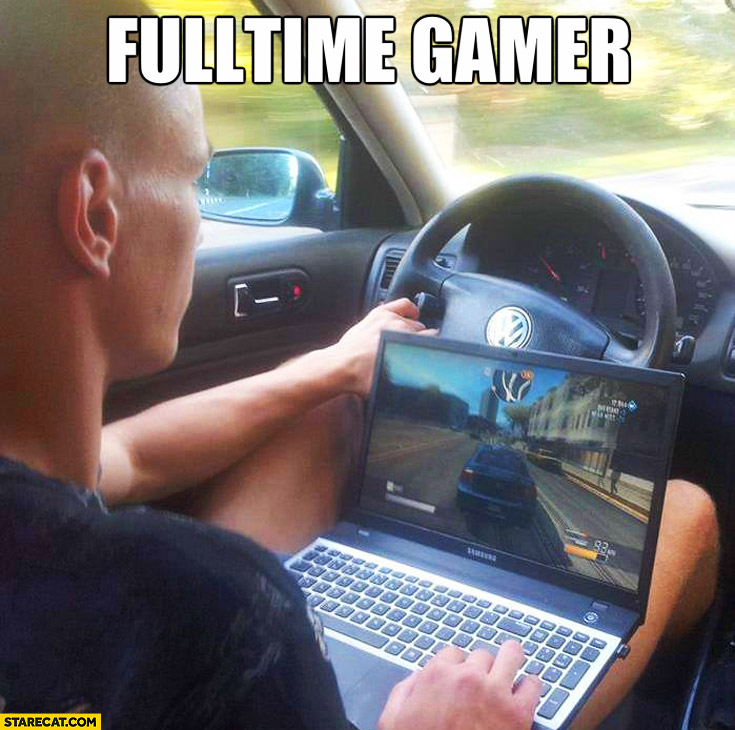Fulltime gamer while driving a car