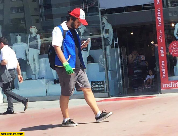 Guy playing Pokemon GO dressed like Ash cosplay