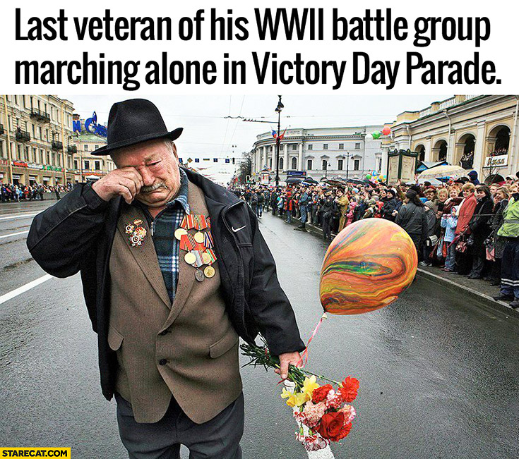 Last veteran of his World War II battle group marching alone in Victory Day parade
