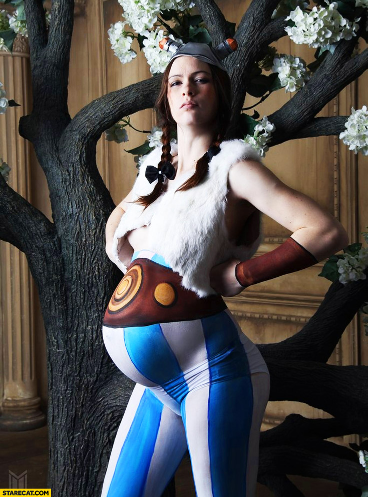 Pregnancy photo as Obelix