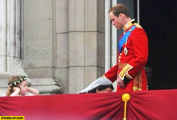 Princess Kate awkward photo with Prince William like she's giving head