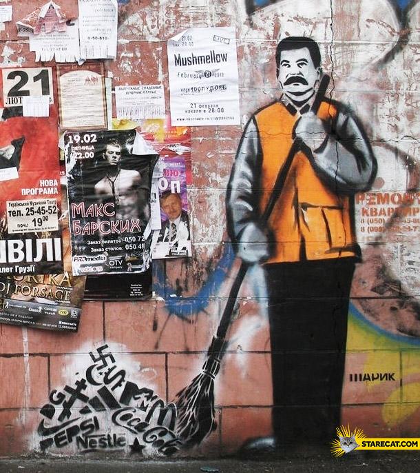 Stalin cleaning graffiti streetart