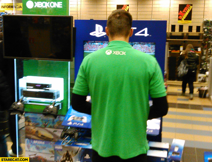 Xbox salesman playing PS4 fail
